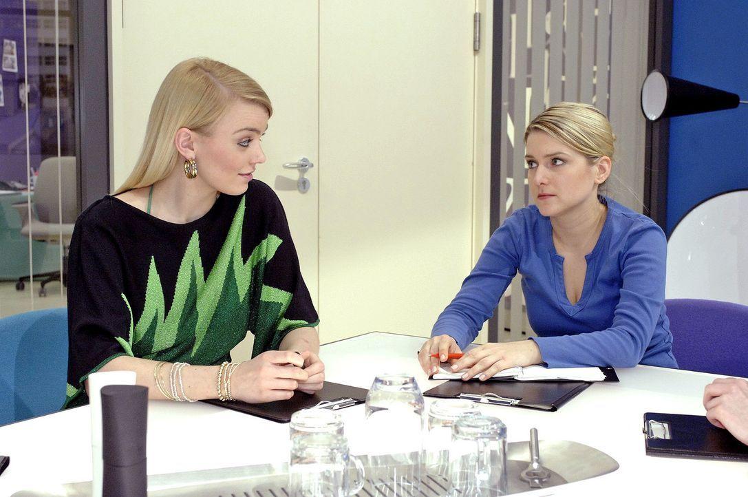 Annas Team zeigt sich bei der Ideenfindung nicht kooperativ ... v.l.n.r.: Elke (Anni Wendler), Anna (Jeanette Biedermann) - Bildquelle: Oliver Ziebe Sat.1