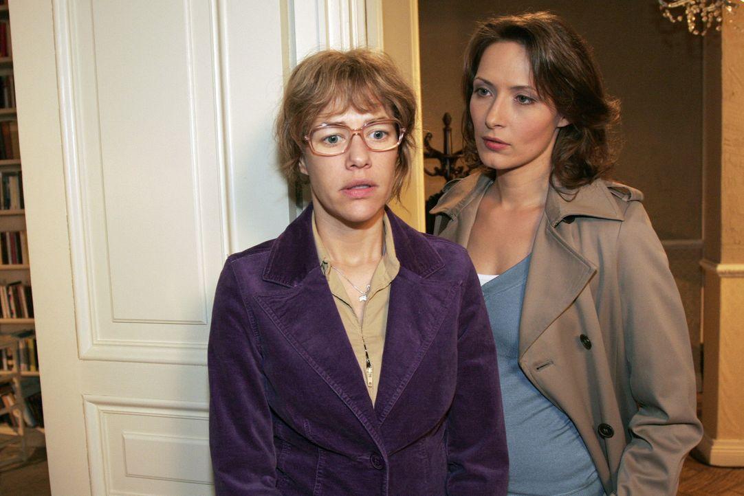 Lisa (Alexandra Neldel, l.) ist getroffen, als die Kommissarin Katarina Dorn (Ina Rudolph, r.) ihr Angebot zu helfen harsch zurückweist. Sie macht i... - Bildquelle: Noreen Flynn Sat.1
