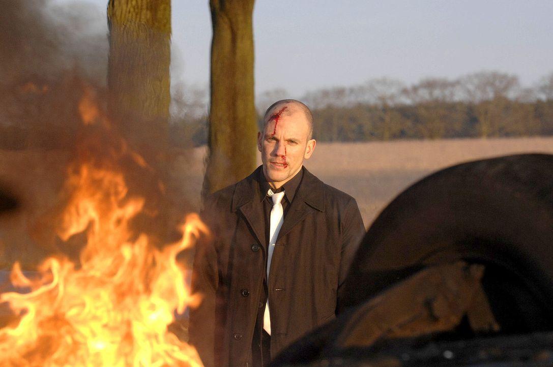 Gerrit (Lars Löllmann) riskiert sein Leben, um den  Mord an seinem Vater zu vertuschen... - Bildquelle: Claudius Pflug Sat.1