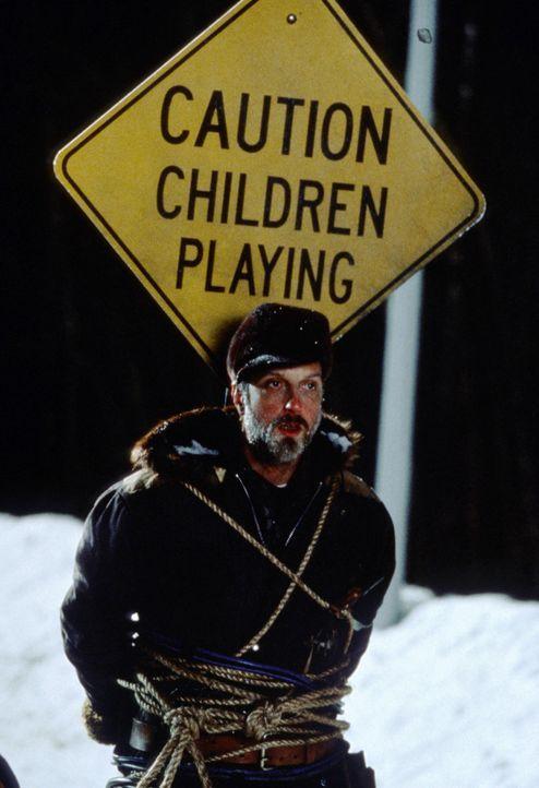 Die Kids setzten alles daran, dass der garstige Schneepflugfahrer (Chris Elliott) seinen Job nicht richtig ausführen kann, damit sie länger schulfre... - Bildquelle: TM, ® & © 2017 by Paramount Pictures. All Rights Reserved.