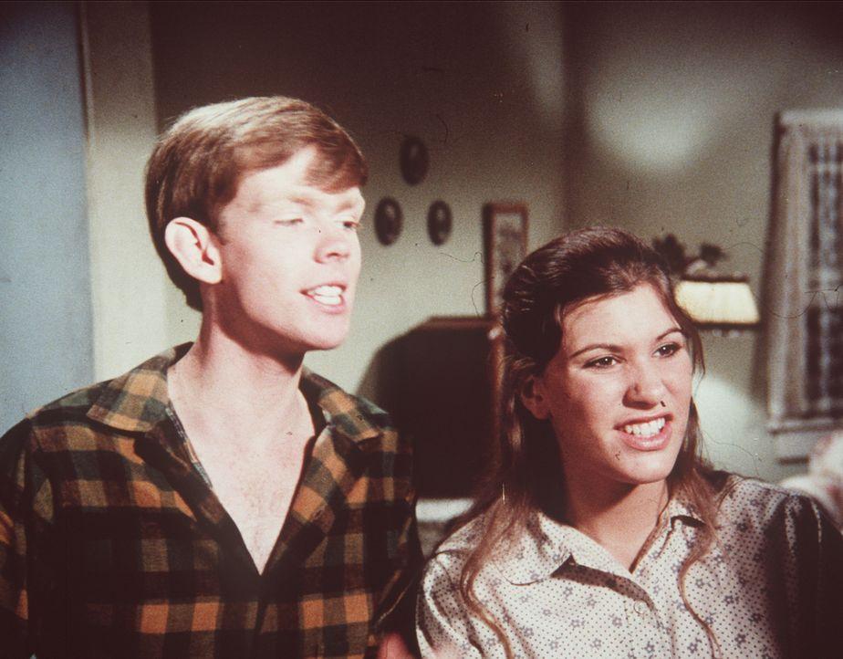 Jason (Jon Walmsley, l.) möchte unbedingt Musik studieren und wird von seiner Schwester Mary Ellen (Judy Norton-Taylor, r.) in seinem Vorhaben bestä... - Bildquelle: WARNER BROS. INTERNATIONAL TELEVISION