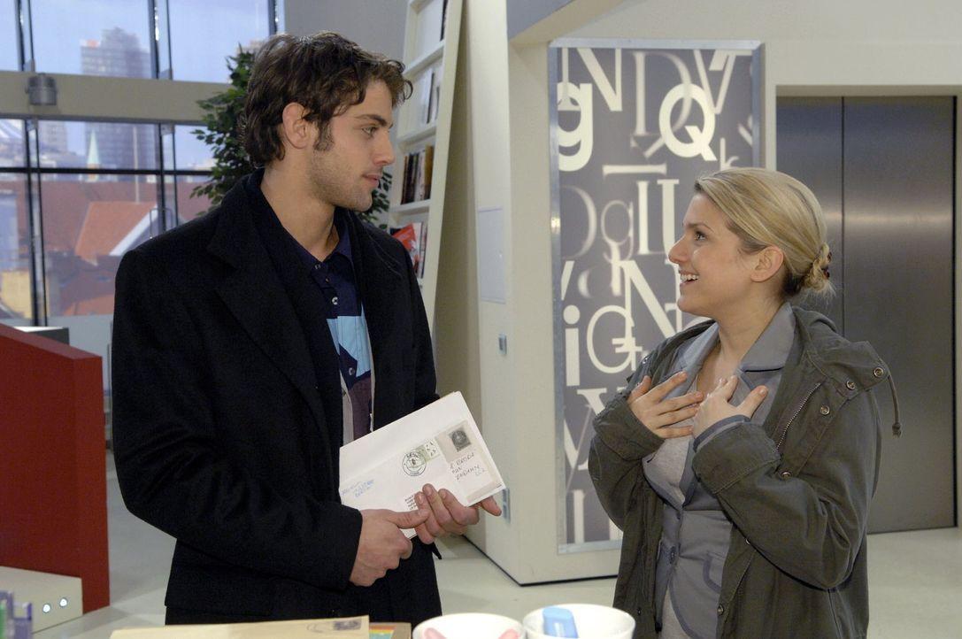 """Anna (Jeanette Biedermann, r.) muss im Gespräch mit Jonas (Roy Peter Link, l.) feststellen, dass für ihn die """"Konfrontationstherapie"""" noch lange nic... - Bildquelle: Claudius Pflug Sat.1"""
