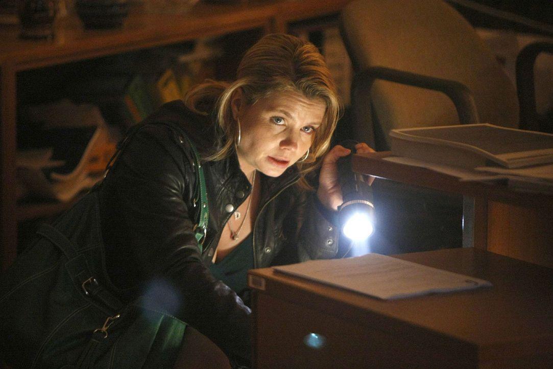 Um die Unschuld ihres Mandanten Mehmet zu beweisen, schreckt Danni (Annette Frier) vor nichts zurück ... - Bildquelle: Frank Dicks SAT.1