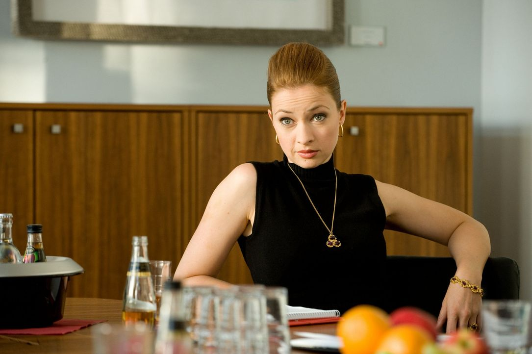 """Eddys Assistentin Antonia Gruber (Loretta Stern) spekuliert auf Mias Stelle und lässt nichts unversucht, um ihr zu schaden. Als sie denkt, den """"echt... - Bildquelle: SAT.1"""