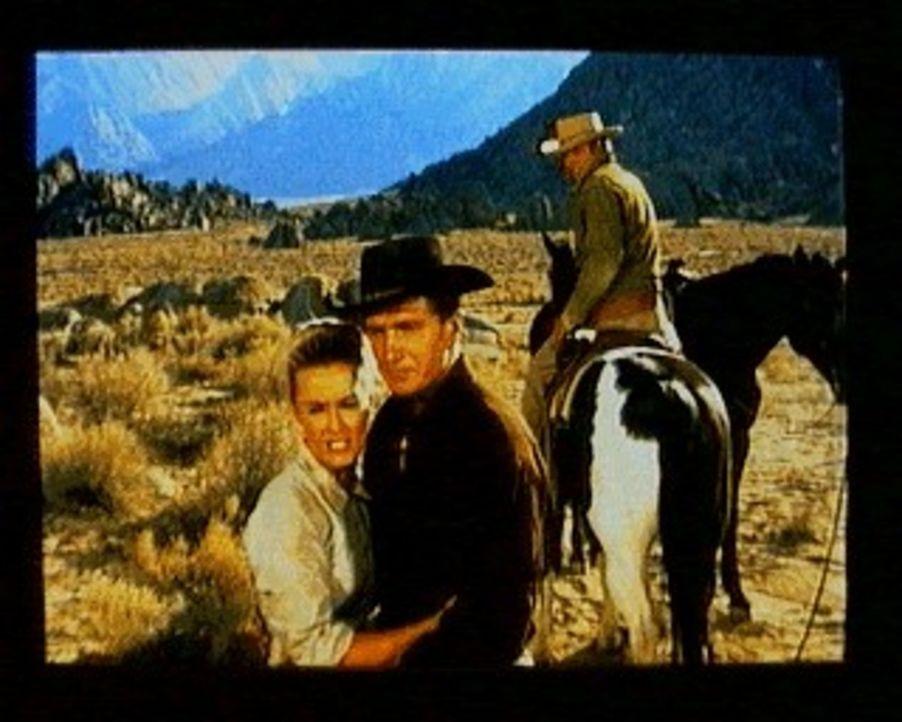 Little Joe (Michael Landon, r.) ist zusammen mit den Mormonen Heber (Eric Fleming, M.) und Susannah Clawson (Dina Merrill, l.) auf der Flucht vor Gr... - Bildquelle: Paramount Pictures
