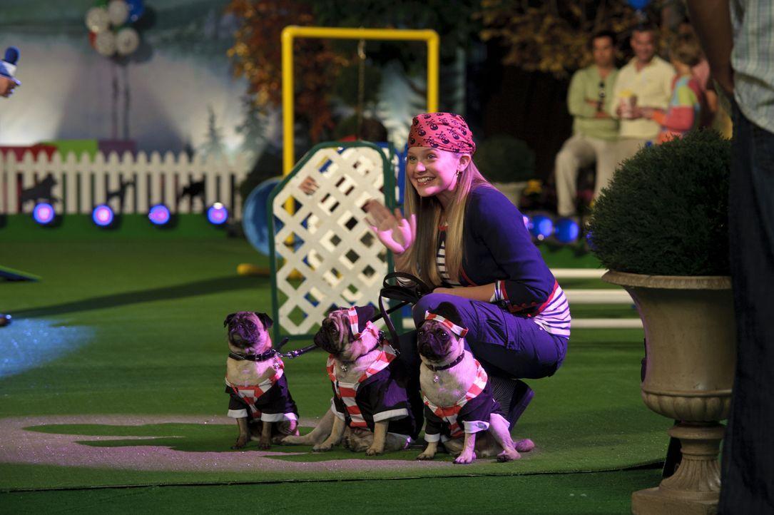 Kaycee (Sydney Imbeau) ist kein Mittel zu aufwendig, um ihre Möpse beim Hundewettbewerb ganz nach vorne zu bringen. Ob ihre Mopskostüme die anderen... - Bildquelle: 2011 Twentieth Century Fox Film Corporation. All rights reserved.