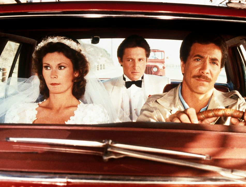 Der korrupte Schiffssteward Rackham (Gary Wood, r.) bringt Amanda (Kate Jackson, l.) und Lee (Bruce Boxleitner, M.) in seine Gewalt ...