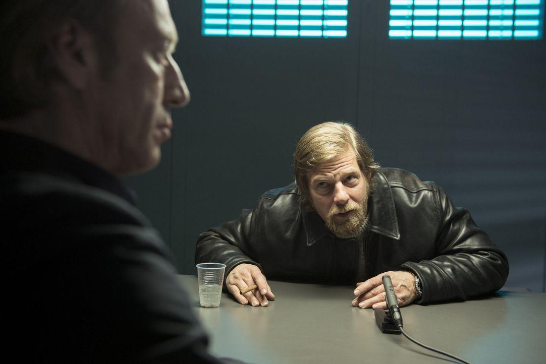 Mick (Henning Baum, r.) ist überzeugt, dass der wahre Mörder der Abteilungsleiter des LKAs ist: Rüdiger Bremme (Oliver Stritzel, l.) ... - Bildquelle: Martin Rottenkolber SAT.1 / Martin Rottenkolber