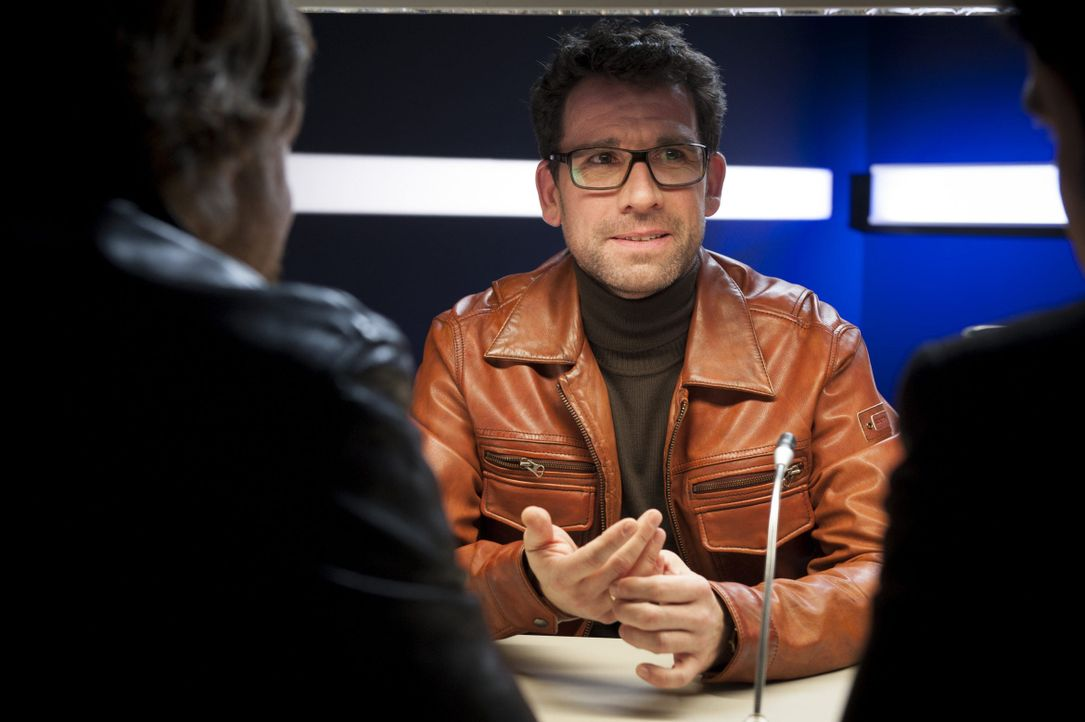 Mick (Henning Baum, l.) und Andreas (Maximilian Grill, r.) ermitteln im Mordfall des Finanzbeamten Martin Trabert. Doch was hat Heiner Lohse (Thomas... - Bildquelle: Martin Rottenkolber SAT.1 / Martin Rottenkolber