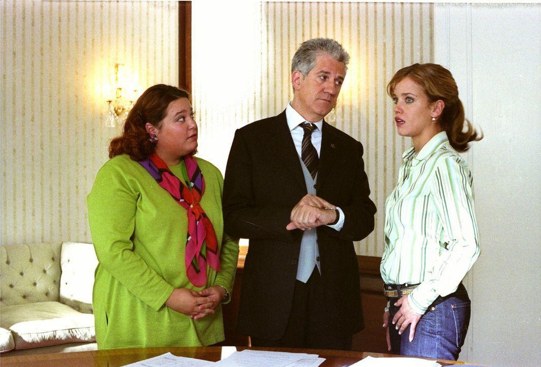 Der Botschafter (Ilja Richter, M.) und seine Assistentin Katja (Nadja Zwanziger, l.) stehen bereit, um Isabellas (Muriel Baumeister, r.) Wünsche zu... - Bildquelle: Noreen Flynn Sat.1