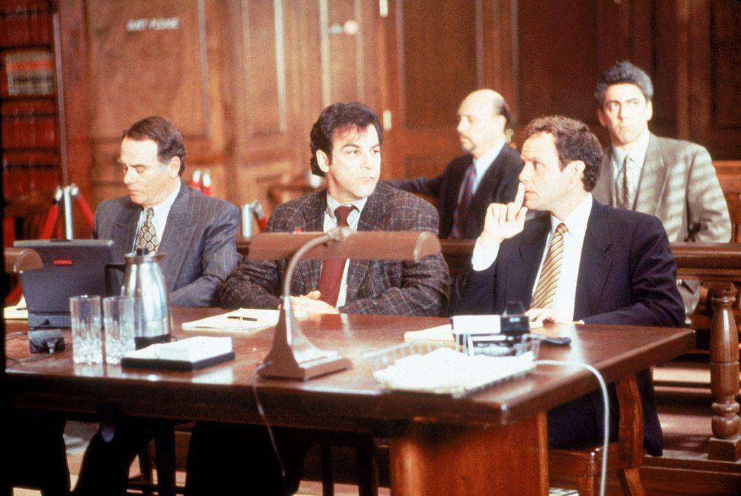 (vorne v.l.n.r.) Robert St. Clair (Dean Stockwell); Dr. Jeffrey Geiger (Mandy Patinkin); Alan Birch (Peter MacNicol) - Bildquelle: 1995 Twentieth Century Fox Film Corporation.  All rights reserved.