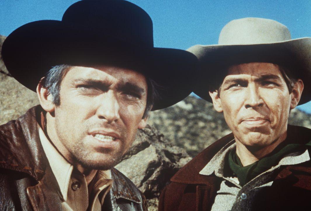 Der bislang unbescholtene Ross Markett (James Coburn, r.) hat sich der Bande des Gauners Monk Hartley (Mel Florey, l.) angeschlossen. - Bildquelle: Paramount Pictures