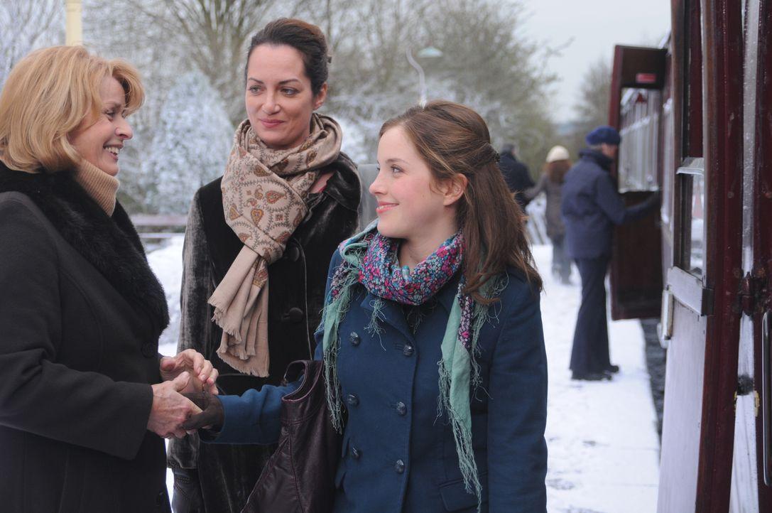 "(v.l.n.r.) Julia Combe (Senta Berger); Charlotte Combe (Natalia Wörner); Abigail ""Abby"" Combe (Paula Kalenberg) - Bildquelle: Mike Alsford TMG / Mike Alsford"