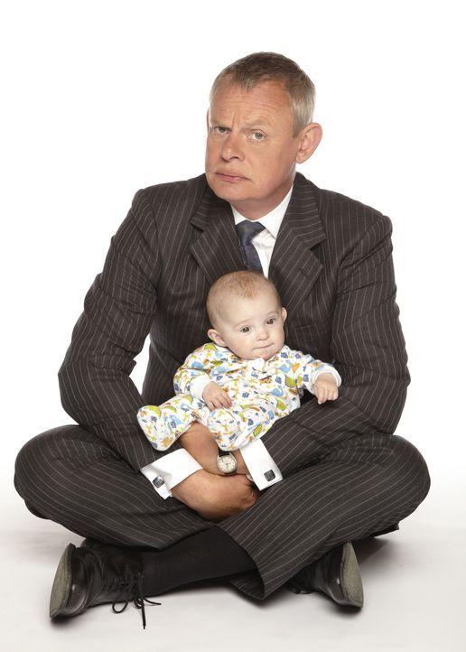 (5. Staffel) - Vater werden ist nicht schwer, Vater sein dagegen sehr! Dies muss auch Doc Martin (Martin Clunes) schmerzhaft erfahren ... - Bildquelle: BUFFALO PICTURES/ITV