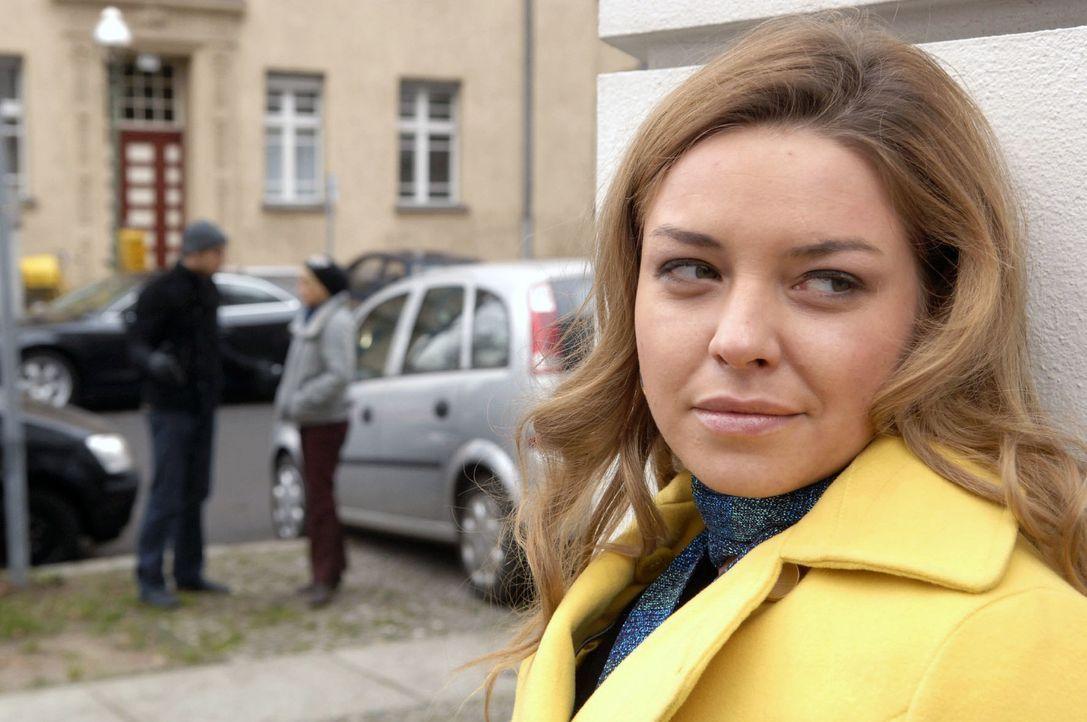 Katja ist zufrieden: Ist es ihr doch gelungen, Jonas' (Roy Peter Link, l.) Vertrauen in Anna (Jeanette Biedermann, r.) zu brechen. - Bildquelle: Claudius Pflug Sat.1