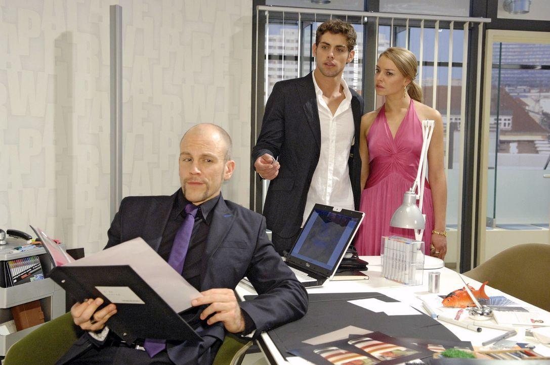 Jonas (Roy Peter Link, M.) und Katja (Karolina Lodyga, r.) erwischen Gerrit (Lars Löllmann, l.) beim Schnüffeln in Jonas' Büro. - Bildquelle: Claudius Pflug Sat.1