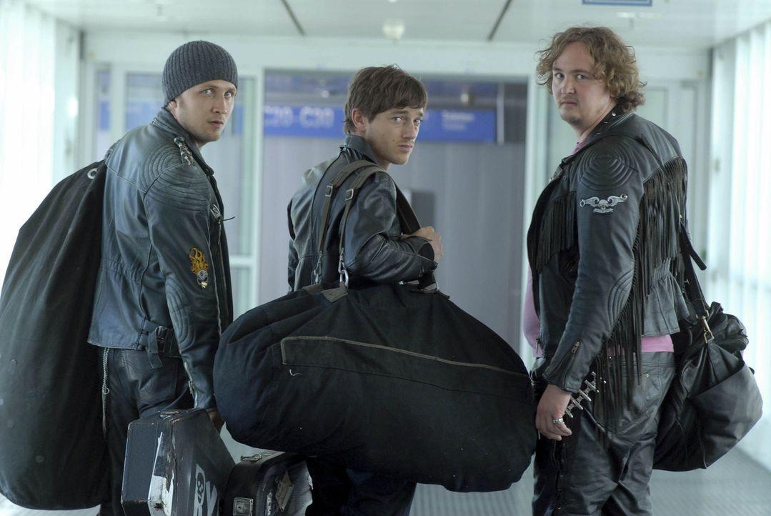 Nomen est omen: Die drei finnischen Hardrocker (v.l.n.r.) Erkki (Lasse Myhr), Matti (Volker Bruch) und Janne (Daniel Zillmann) sind wahrhaftig richt... - Bildquelle: Elke Werner ProSieben