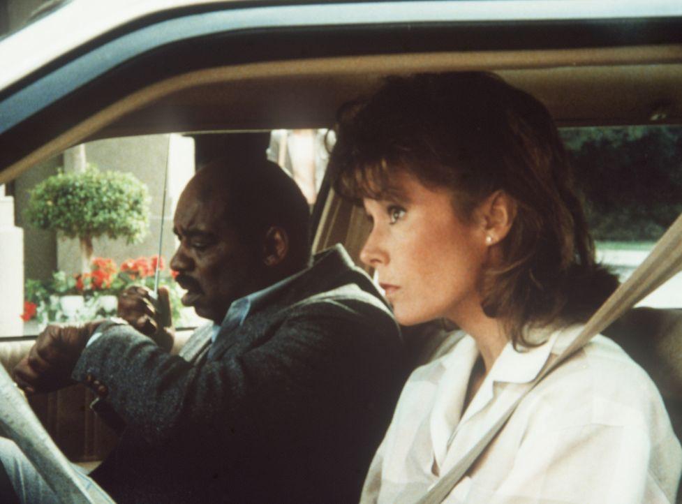 Im Wettlauf mit der Zeit: Billy (Mel Stewart, l.) und Amanda (Kate Jackson, r.) folgen Lee, der versucht, mit einem Hubschrauber den größten Bankrau...