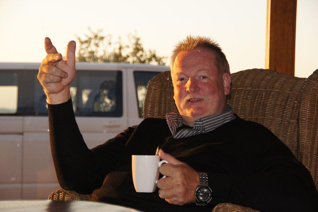 Tamme Hankens Talent hat sich rumgesprochen - bis nach Afrika! Daher machen er und seine Frau Carmen sich auf den Weg nach Namibia ... - Bildquelle: SAT.1