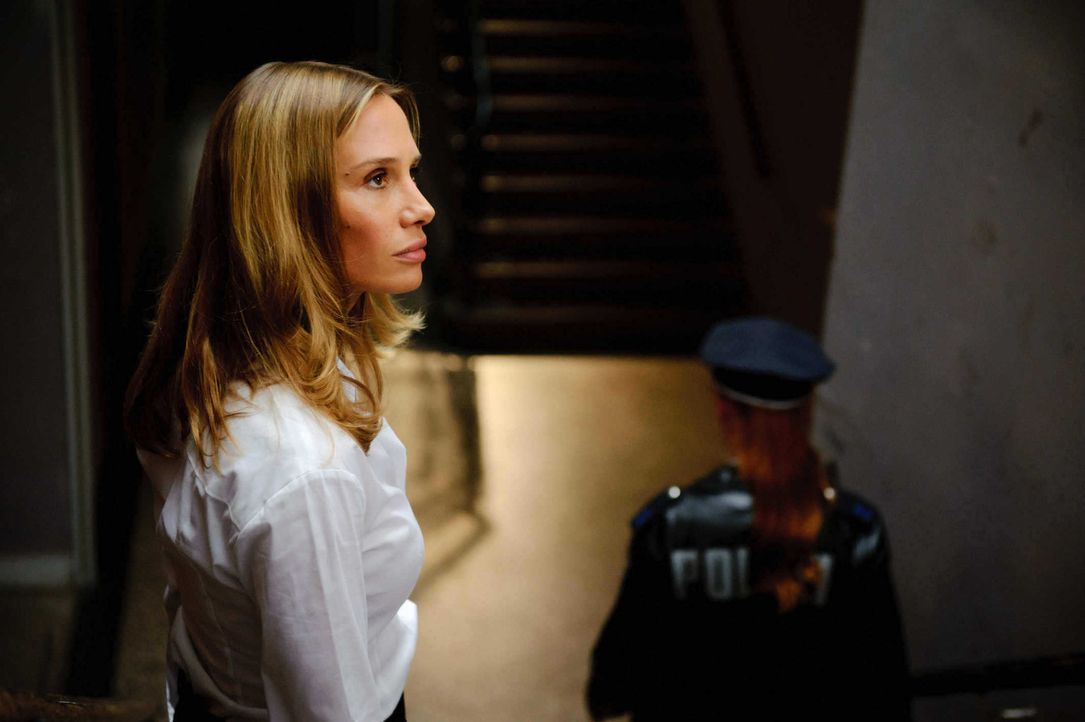 Niemand ahnt, dass Vicky (Nadeshda Brennicke), Kommissar Marcks neue Kollegin, ein schreckliches Geheimnis umgibt ... - Bildquelle: Stefan Erhard SAT. 1
