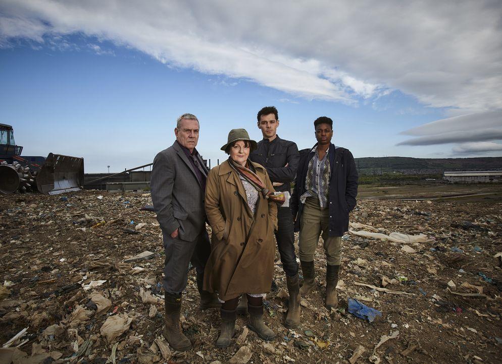 (v.l.n.r.) Kenny Lockhart (Jon Morrison); Vera Stanhope (Brenda Blethyn); Aiden Healy (Kenny Doughty); Jaqueline Williams (Ibinabo Jack) - Bildquelle: Helen Williams ITV Studios