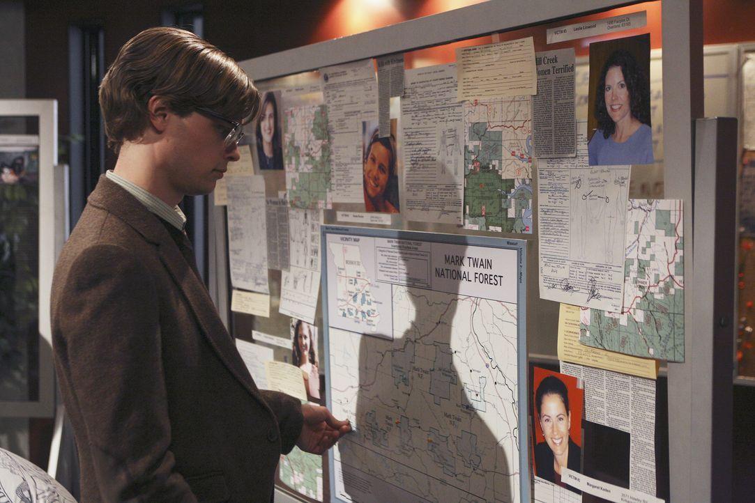 Versucht einen verzwickten Fall zu lösen: Reid (Matthew Gray Gubler) ... - Bildquelle: Dean Hendler 2006 Touchstone Television. All rights reserved. NO ARCHIVE. NO RESALE.