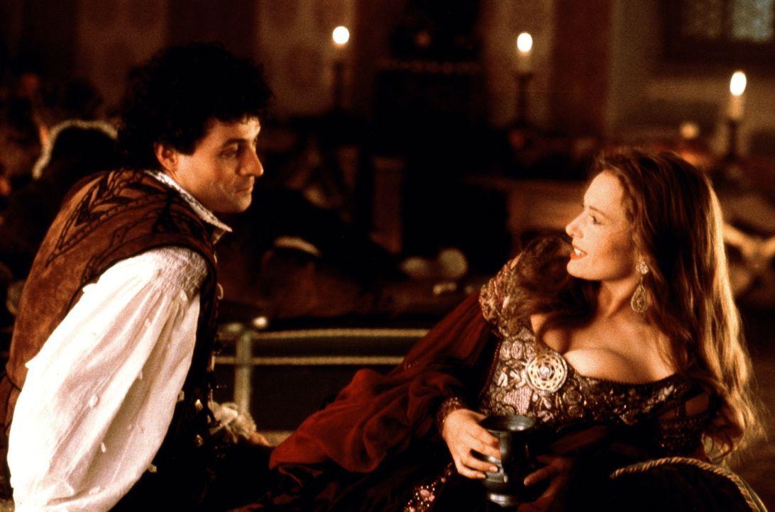 Der Klassengeist der Ständegesellschaft verhindert, dass der reiche Marco (Rufus Sewell, l.) und die arme, aber schöne Veronica (Catherine McCormack... - Bildquelle: Warner Bros.