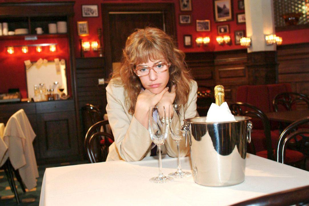 Lisa (Alexandra Neldel) wartet vergeblich auf ihren geliebten David. (Dieses Foto von Alexandra Neldel darf nur in Zusammenhang mit der Berichtersta... - Bildquelle: Monika Schürle Sat.1