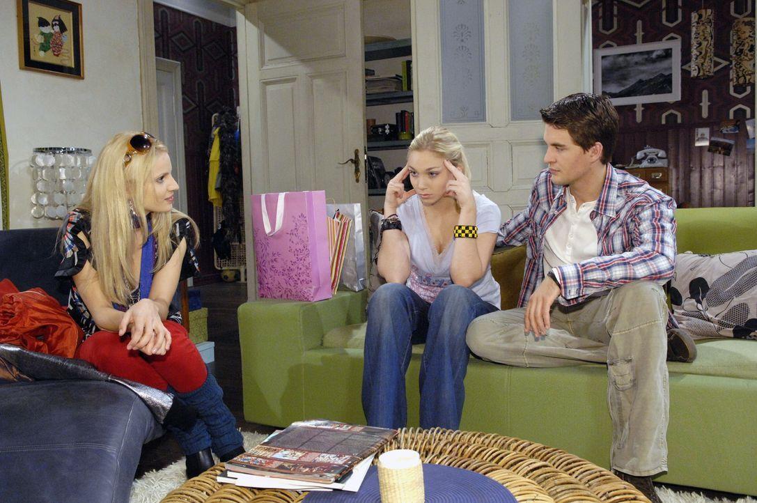 Mit Hilfe von Lars (Alexander Klaws, r.) klügeln Lily (Jil Funke, M.) und Nancy einen Plan aus, wie sie ihr Verwechslungsspiel weiter erfolgreich du... - Bildquelle: Claudius Pflug Sat.1