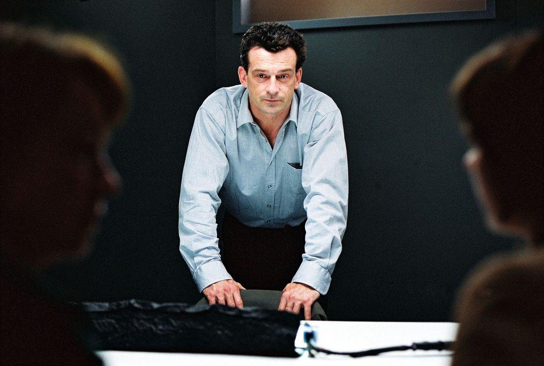Hauptkommissar Steiner (Thomas Sarbacher) - Bildquelle: Thomas Kost Sat.1