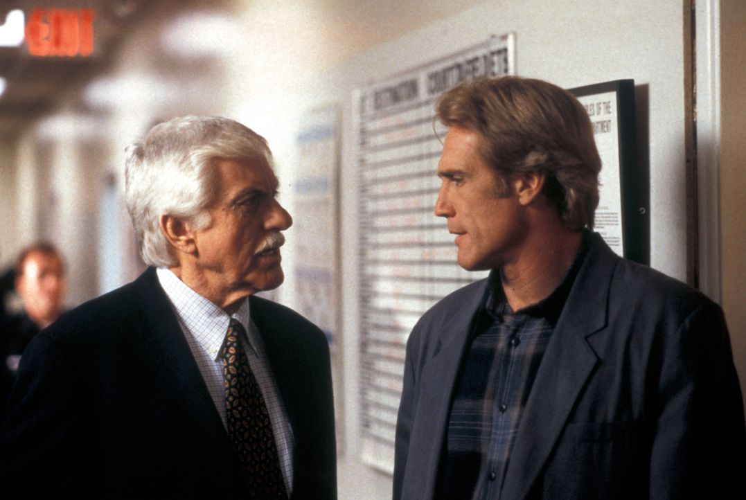 Dr. Mark Sloan (Dick Van Dyke, l.); Steve Sloan (Barry Van Dyke, r.) - Bildquelle: CBS Studios Inc. All Rights Reserved.