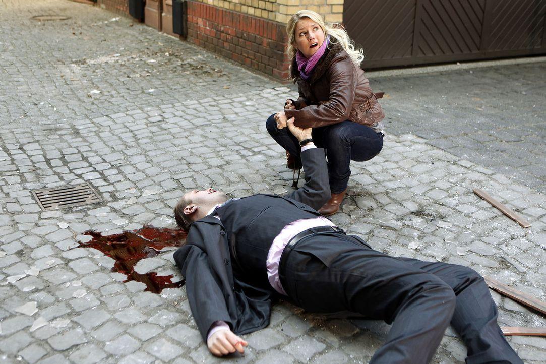 Als Callgirl Lizzy (Jeanette Biedermann) einen brutalen Mord beobachtet, hat sie nur eine einzige Chance zu überleben. Sie muss im sichersten Ort de... - Bildquelle: Daniela Incoronato SAT.1