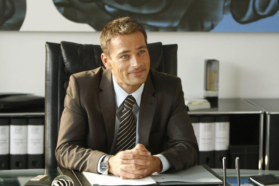 Der attraktive Anwaltskollege Oliver Schmidt (Jan Sosniok) aus der schicken Kanzlei in der 6. Büroetage der Passage, macht Danni das Leben nicht lei... - Bildquelle: Frank Dicks SAT.1