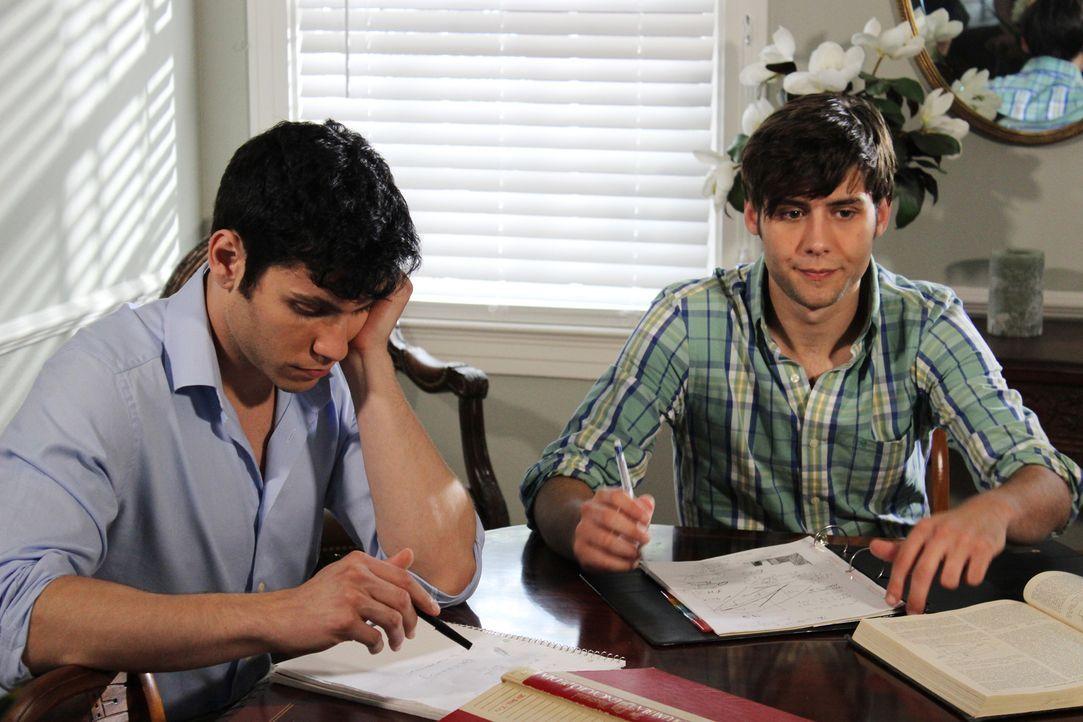 Lyle und Erik Menendez sind US-amerikanische Brüder, die für den Mord an ihren Eltern verurteilt wurden. Doch was hat die beiden zu dieser Tat getri... - Bildquelle: 2015 AMS Pictures. All Rights Reserved