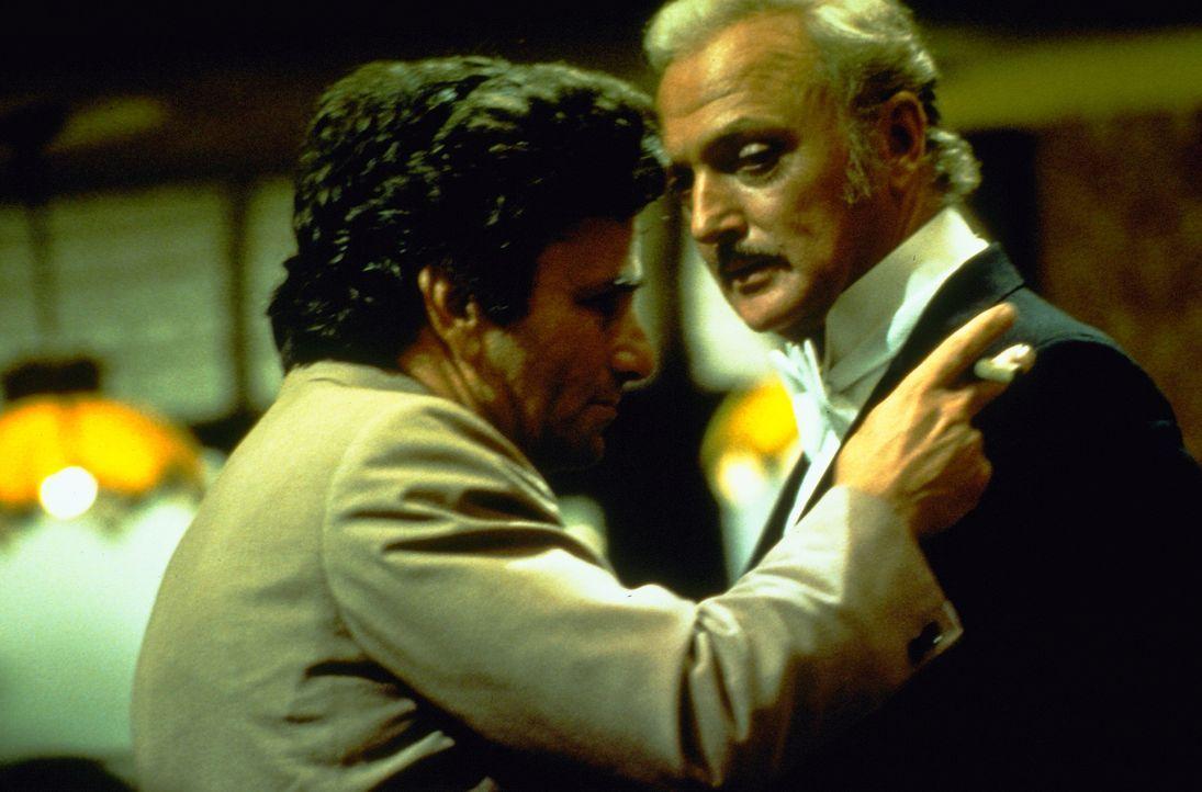 "Columbo (Peter Falk, l.); der ""Große Santini"" (Jack Cassidy, r.) - Bildquelle: 1975 Universal City Studios LLLP. All Rights Reserved."