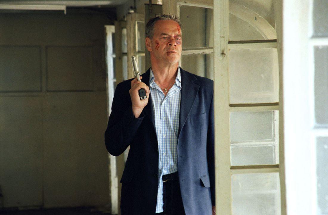 Kommissar Wolff (Jürgen Heinrich) ist in Lissabon einer Verbrecherbande auf die Schliche gekommen. - Bildquelle: Roland Horn Sat.1