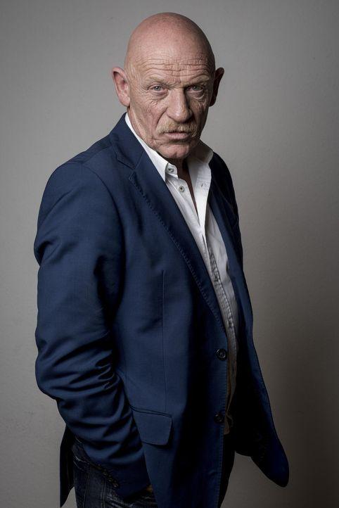 Joe Bausch kennt sich mit Verbrechern aus wie kaum ein anderer. Der 62-jährige Schauspieler, Drehbuchautor und studierter Mediziner arbeitet seit 30... - Bildquelle: Martin Rottenkolber SAT.1 Gold