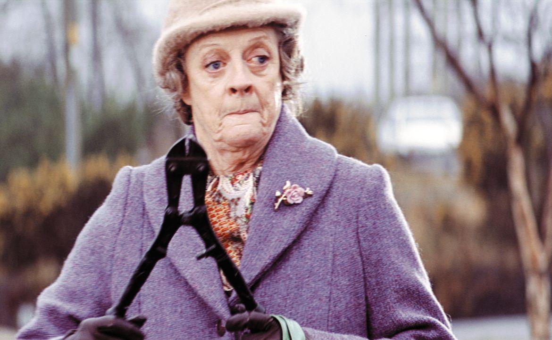 Die neue Haushälterin Grace Hawkins (Maggie Smith) erweckt einen ziemlich harmlosen Eindruck, doch bald zeigt sich, was hinter ihrer sanften Schale... - Bildquelle: Constantin Film