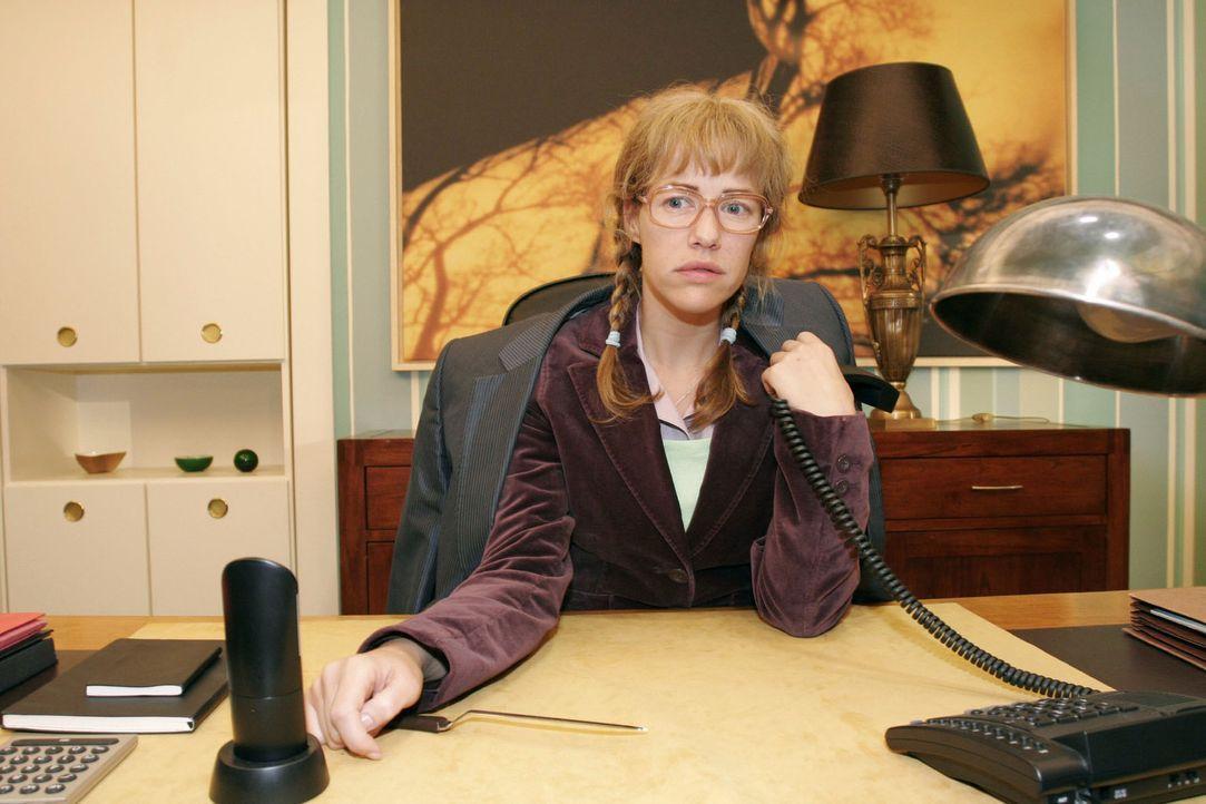 Lisa (Alexandra Neldel) ist nach einem Telefonat mit David enttäuscht - schwärmt der ihr doch nur Mariellas Talent als Model vor. (Dieses Foto von A... - Bildquelle: Noreen Flynn Sat.1