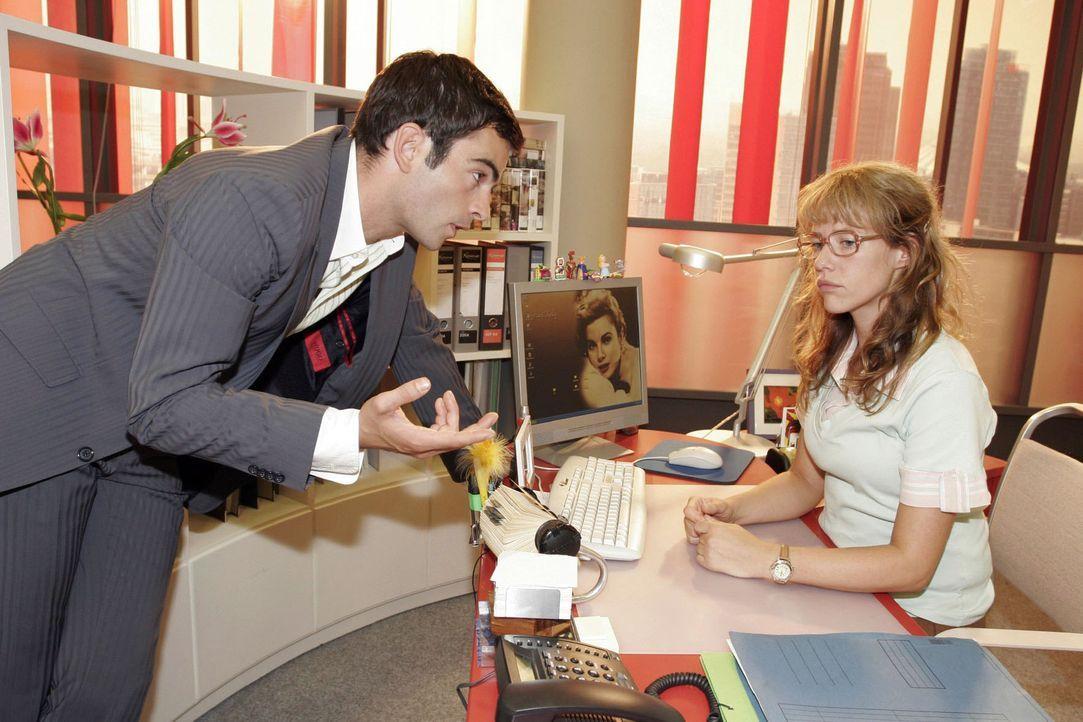 David (Mathis Künzler, l.) regt Lisa (Alexandra Neldel, r.) zum Nachdenken an, als er ihr erklärt, was Männer sich wünschen. (Dieses Foto von Alexan... - Bildquelle: Noreen Flynn Sat.1