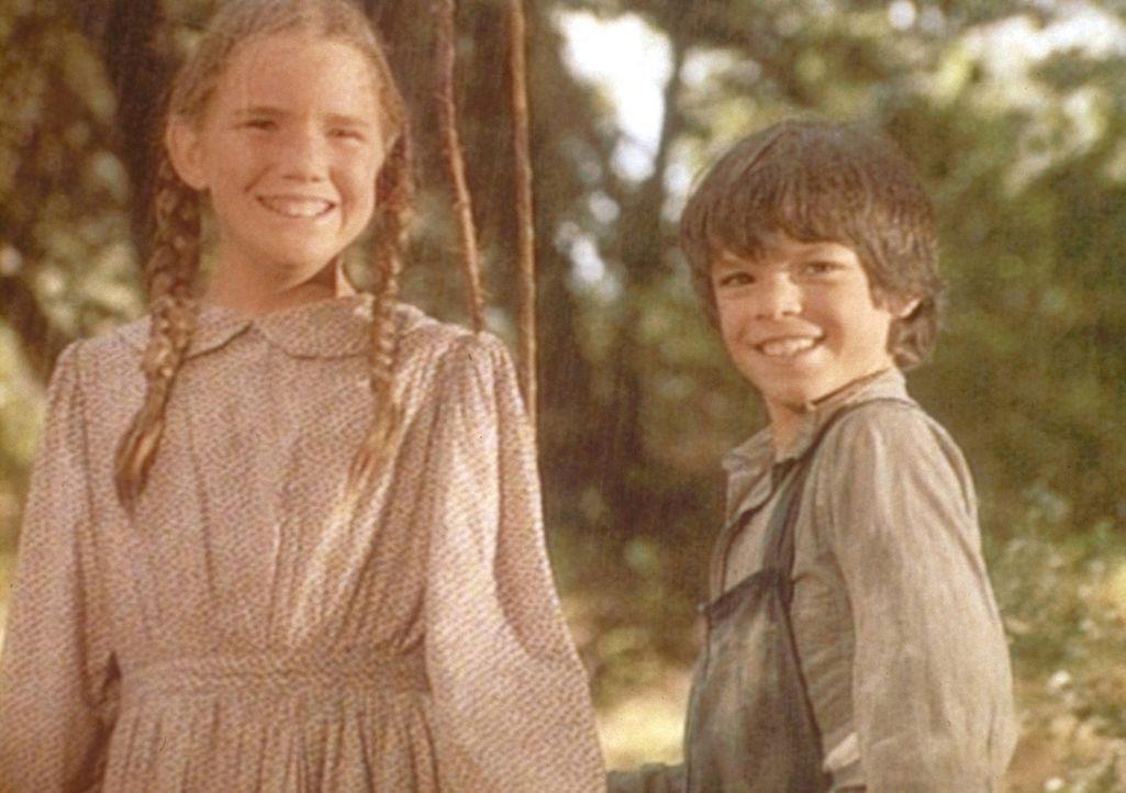 Jonah (Shane Sinutko, r.) und Laura (Melissa Gilbert, l.) sind überaus glücklich, denn sie haben Gold gefunden. - Bildquelle: Worldvision