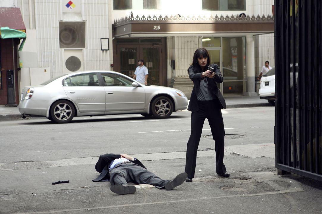 Sind im Focus des Täters: Emily Prentiss (Paget Brewster, r.) und Detective Cooper (Erik Palladino, l.) ... - Bildquelle: Karen Neal 2008 ABC Studios. All rights reserved. NO ARCHIVE. NO RESALE. / Karen Neal