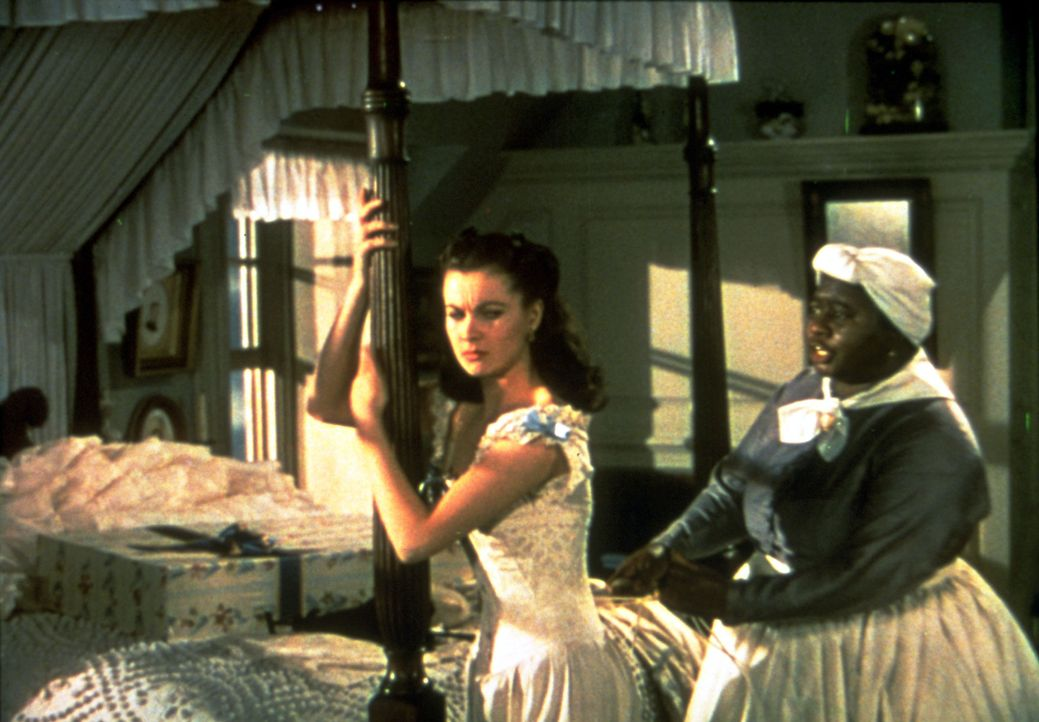 Liebt ihren Wildfang Scarlett (Vivien Leigh, l.) über alles: Mammy (Hattie McDaniel, r.) ... - Bildquelle: Metro-Goldwyn-Mayer (MGM)