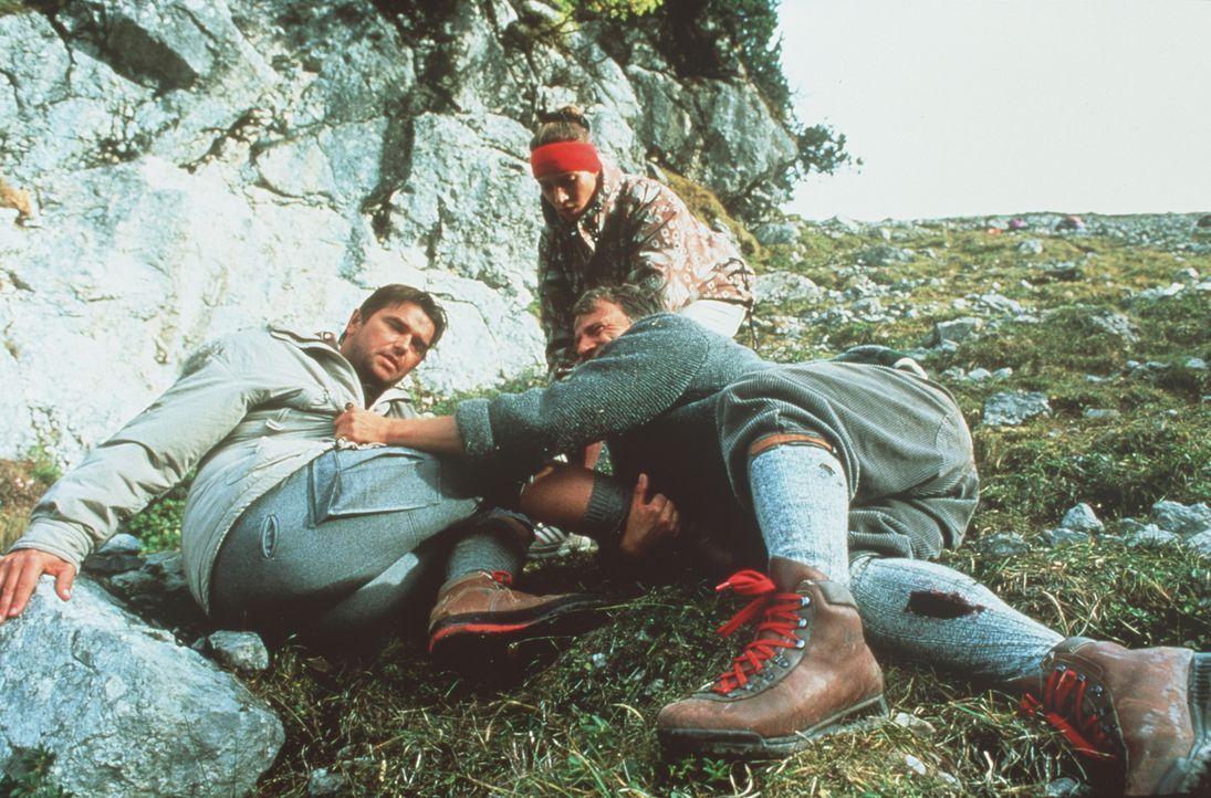 (v.l.n.r.) Georg Freiherr von Malm (Ralph Schicha ); Traudl (Carin C. Tietze); Franz Wildgruber (Gerhard Acktun) - Bildquelle: Beta Film GmbH