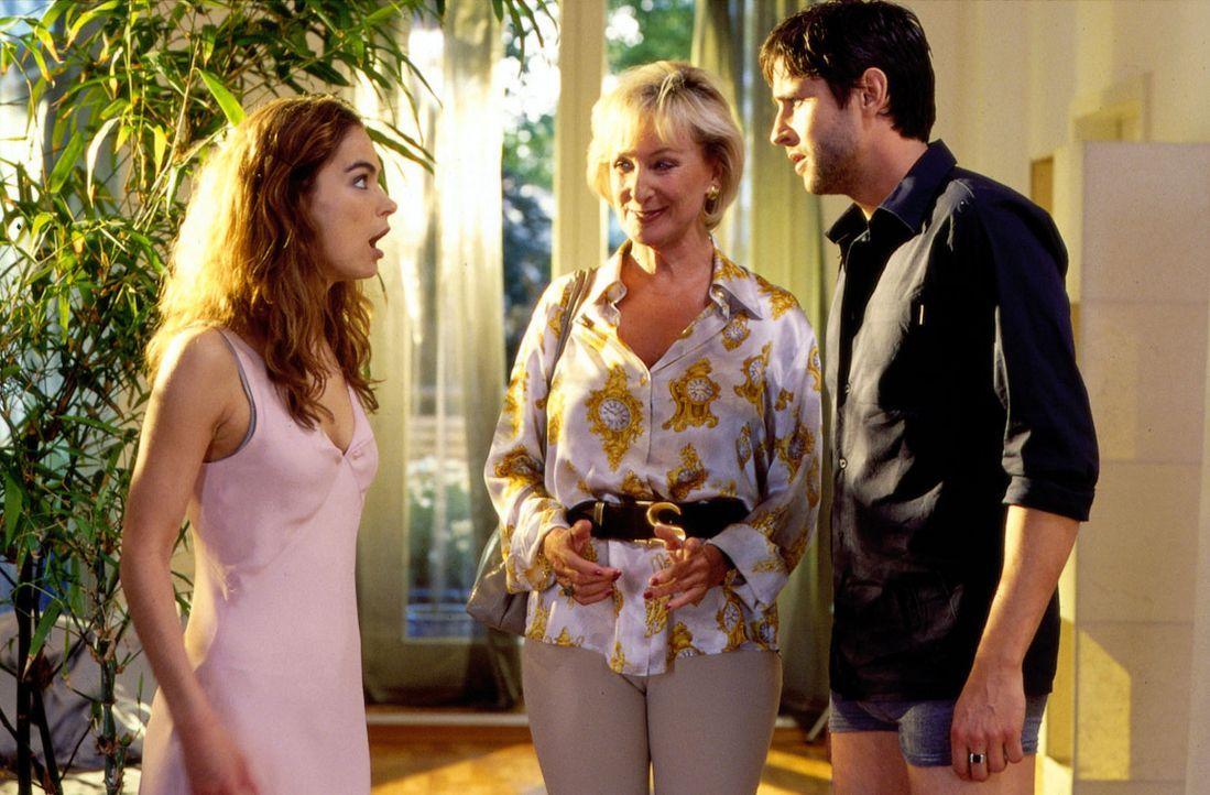 Maike (Anne-Marie Bubke, l.) erfährt, dass sie von Rosi (Karin Rasenack, M.) und Joe (Oliver Bootz, r.) ausspioniert wurde ... - Bildquelle: Thorsten Jander SAT.1