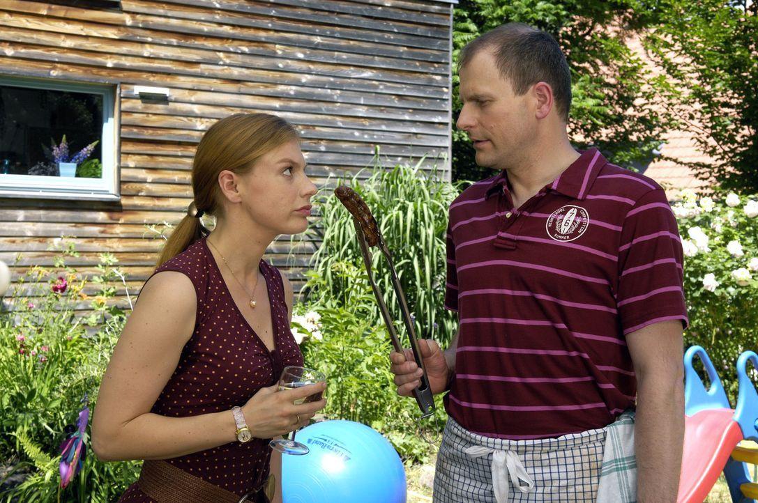 Lisas beste Freundin Nicki (Britta Horn, l.) ist mit Bernd (Thomas Limpinsel, r.) verheiratet und ihre Liebe scheint im Alltag auf der Strecke gebli... - Bildquelle: Britta Krehl Sat.1
