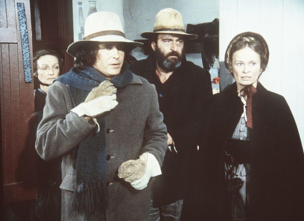 Charles (Michael Landon, 2.v.l.), Mr. Edwards (Victor French) und Grace (Bonnie Bartlett, r.) erfahren, dass die Kinder früher nach Hause geschickt... - Bildquelle: Worldvision