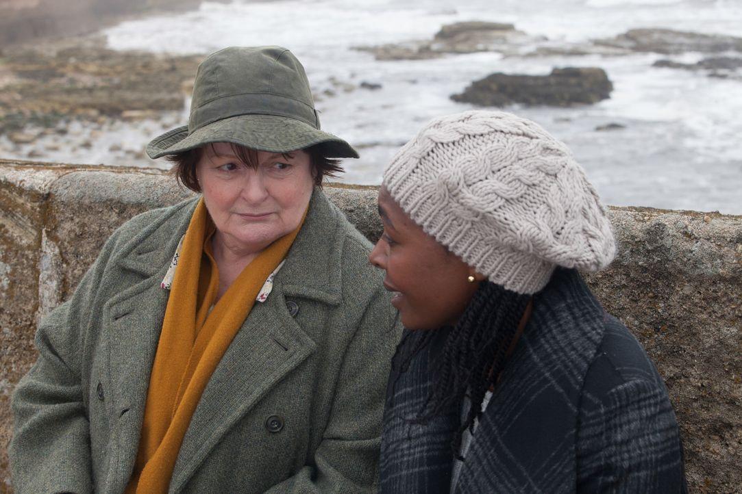 Vera Stanhope (Brenda Blethyn, l.); Ellie Thorne (Nadine Marshall, r.) - Bildquelle: Rachel Joseph ITV Studios / Rachel Joseph
