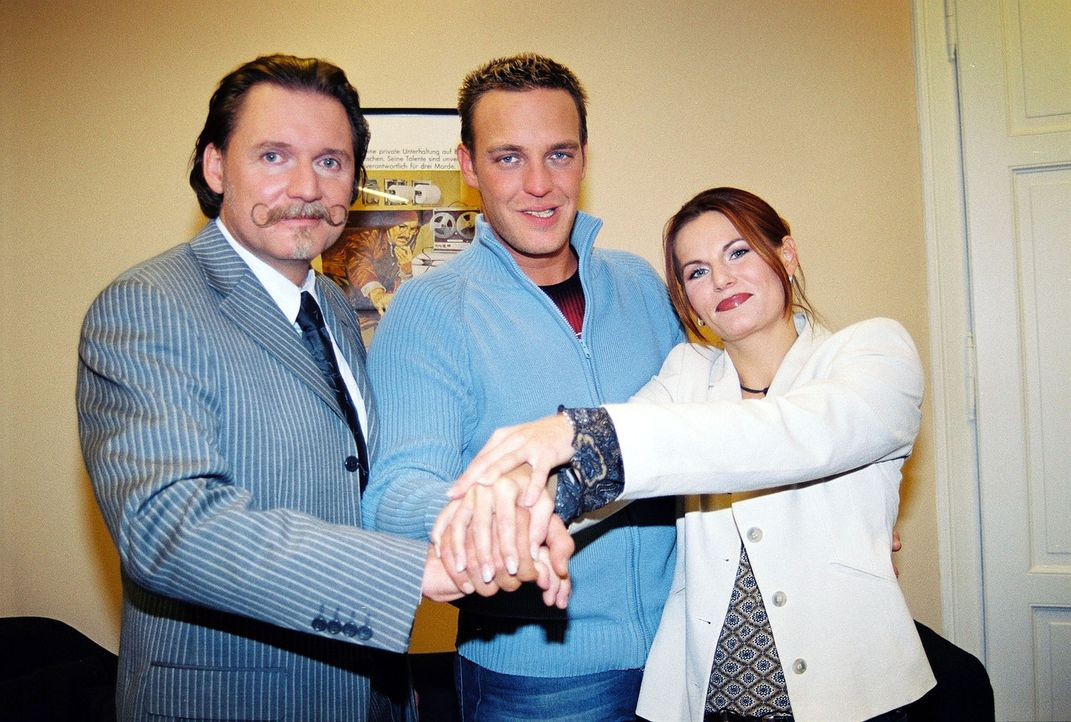 Ingo Lenßen (l.) und seine Ermittler Christian Storm (M.) und Sandra Nitka (r.) - Bildquelle: Sat.1