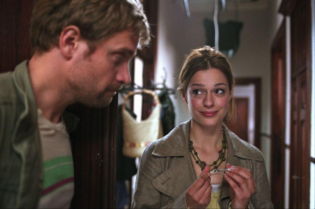 Kurz vor der Hochzeit landet Josh mit einem Schienbeinbruch im Krankenhaus. Der Plan scheint zu platzen, doch plötzlich steht Ben (Janek Rieke, l.)... - Bildquelle: Jeanne Degraa Sat.1